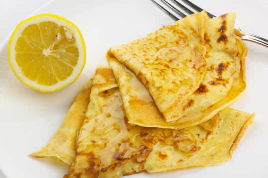 Crepes with banana and lemon