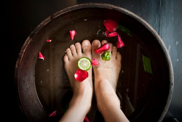 Relaxing Footbath with Lavender, Baking Soda and Lemon