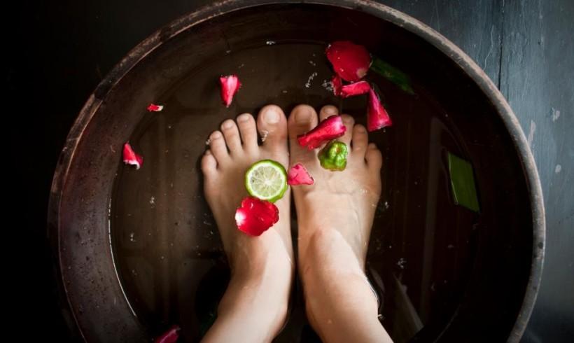 Pediluvio rilassante lavanda bicarbonato e limone