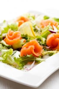 iStock_000028050004Small insalata di salmone
