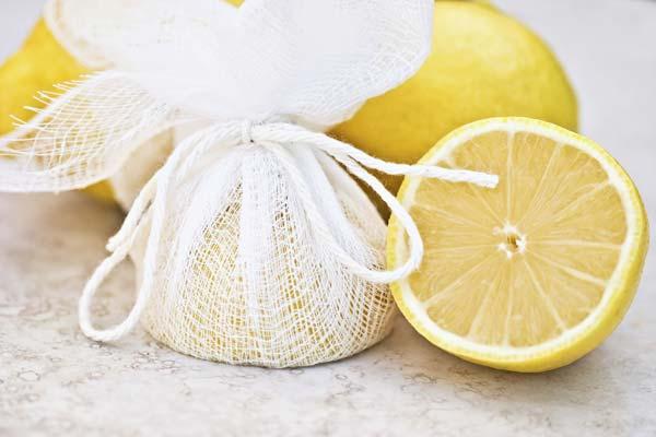 Lemon, Natural Lightener and Whitener: From Hair to Teeth!
