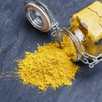 Tutti i benefici di curcuma e limone