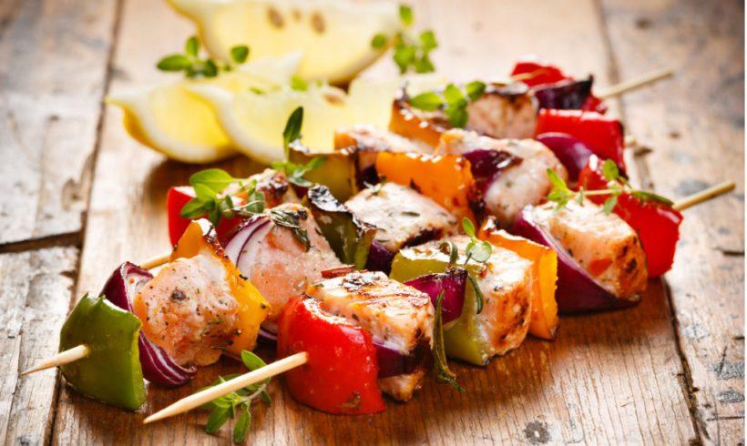 Spiedini di pesce e verdure alla griglia