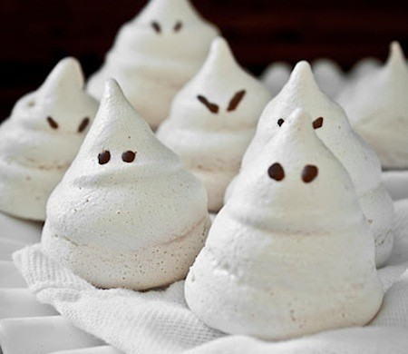 Ghosts of meringue with lemon