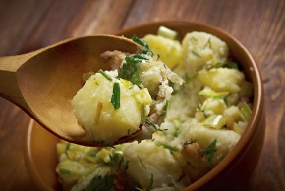 Insalata di patate alle erbe aromatiche con spremuta di agrumi