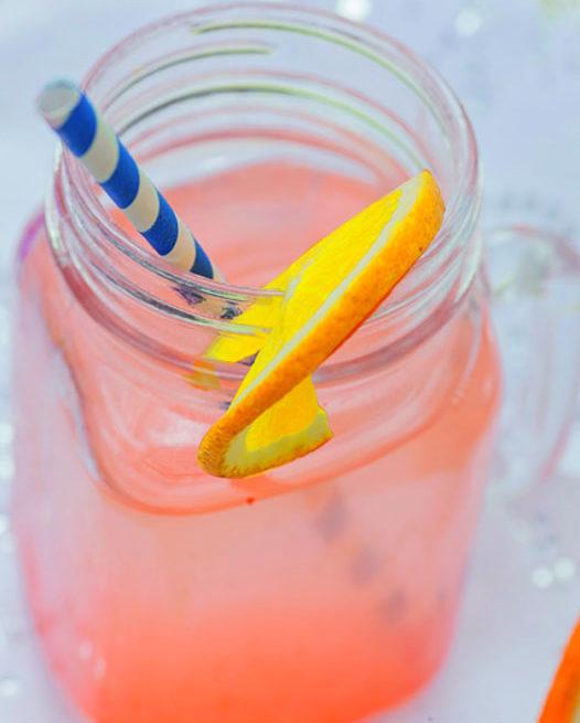 Un vasetto con la limonata alla paprika