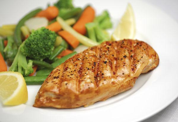 Pollo marinato al limone con julienne di sedano e carote