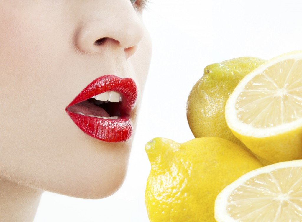 3 natural remedies to kill bad breath with lemon