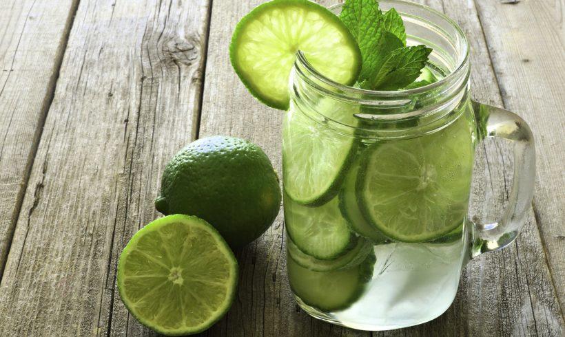 Acqua aromatizzata al lime, mango e menta