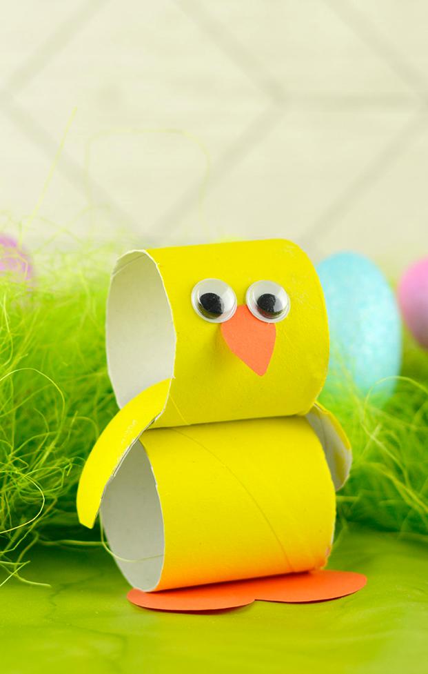 Pulcino di Pasqua in cartoncino