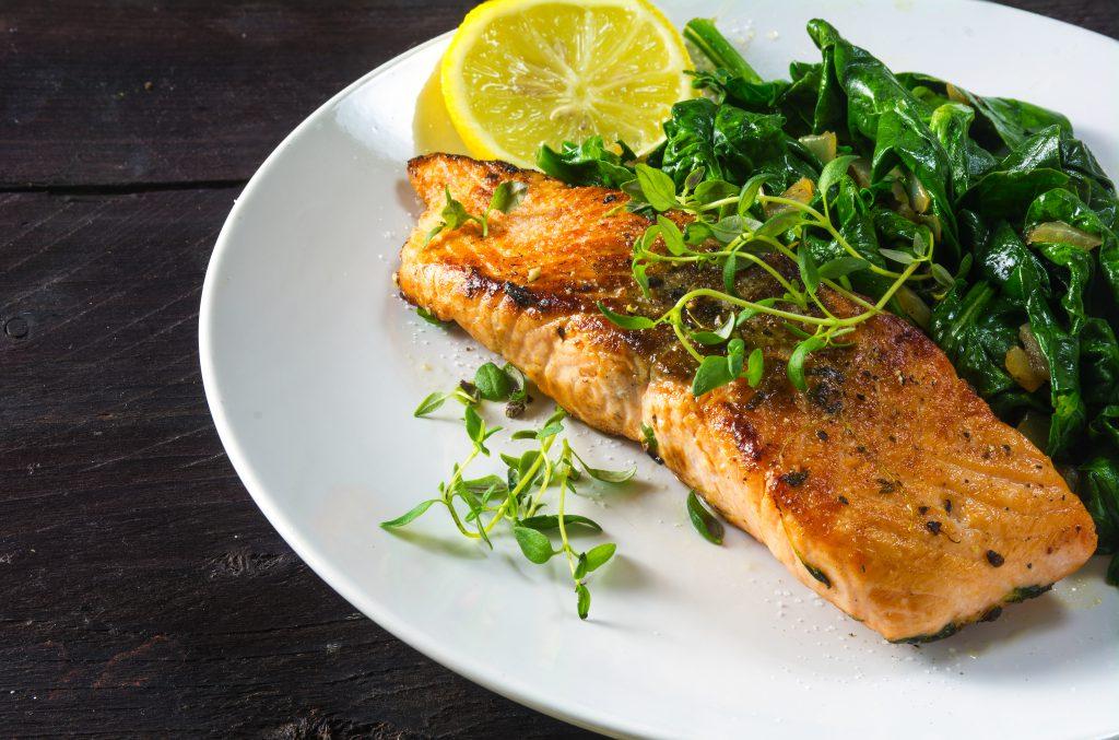 salmone all'aglio con limone