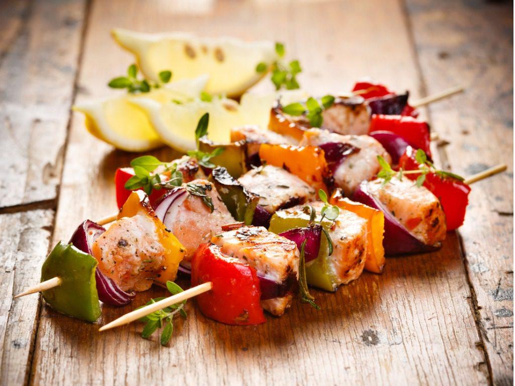 spiedini pesce e verdure