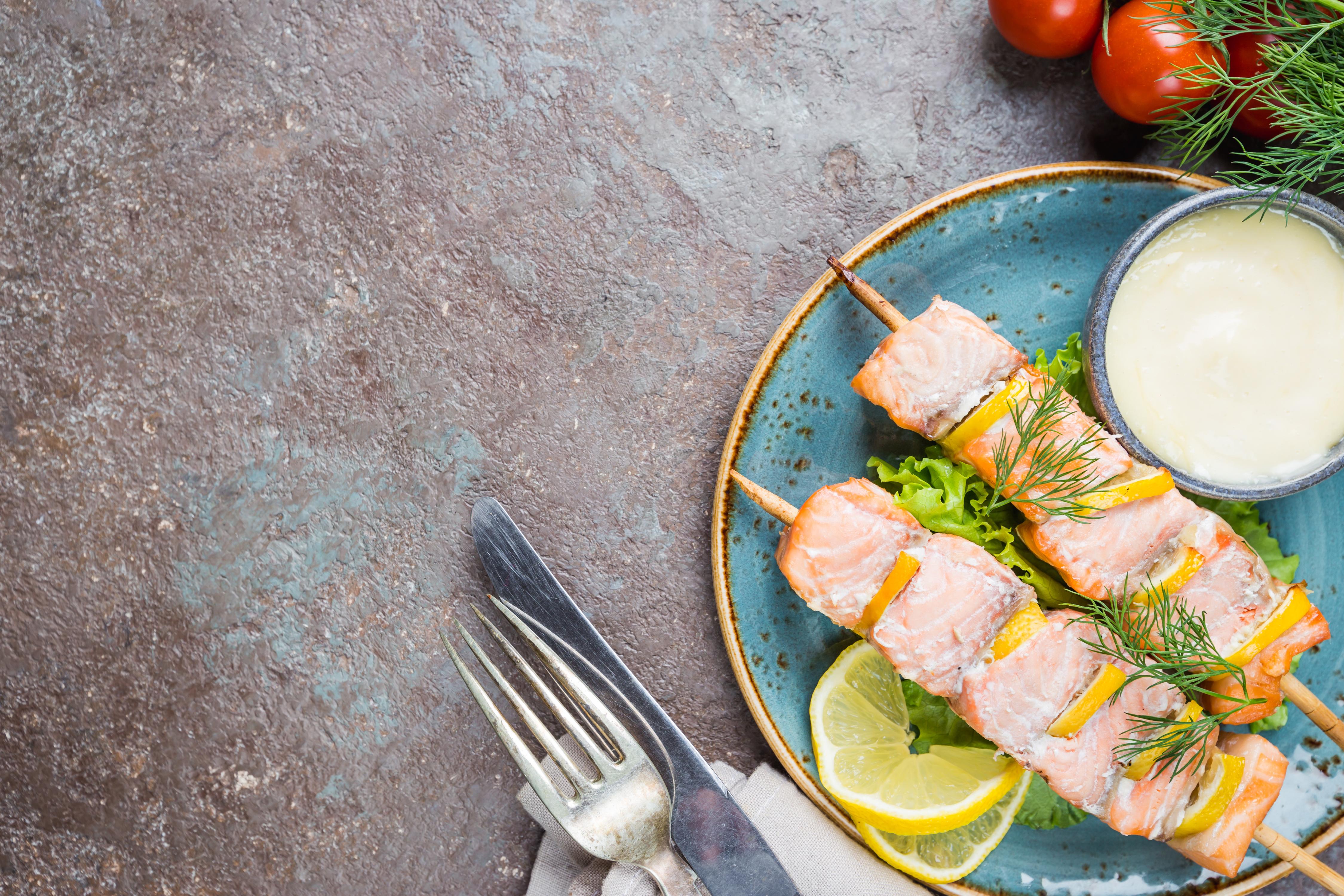 spiedini salmone e ananas