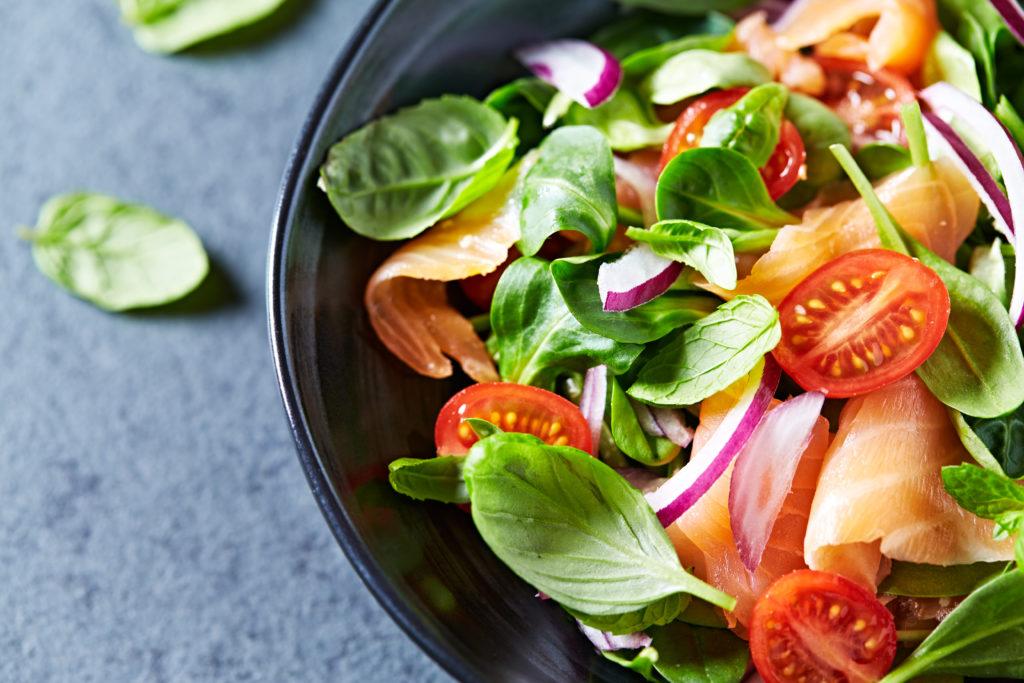 insalata salmone e mandorle